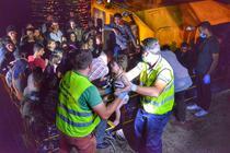 Nava cu migranti, adusa in Portul Midia