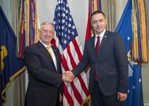 Ministrul Apararii, Mihai Fifor, împreun cu secretarul aprrii, James Mattis