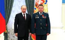 Generalul Valery Asapov si Vladimir Putin