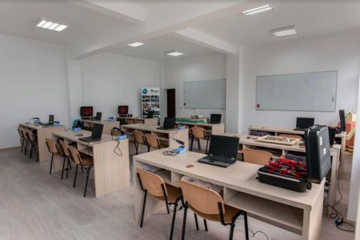 Sala de clasa in scoala din Urlati