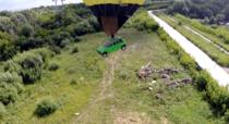 Masina zburand cu balonul in Novosibirsk