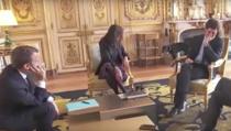 Moment jenant cu cainele lui Macron