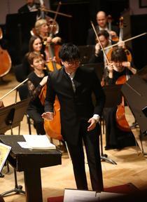Dirijorul Kah Chun Wong: foto Cezar Buliga