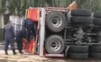 Masina de pompieri rasturnata