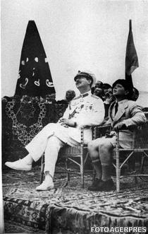 3 Regele Carol al II-lea si Principele Mihai in 1931