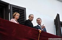 Margareta, Regele Mihai si Radu saluta multimea la Palatul Elisabeta nov 2014 ultimele aparitii