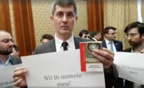Protest USR in Parlament contra lui Dragnea