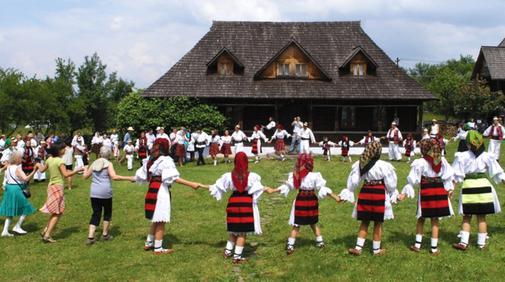 Jocul Satului in Hoteni, in Maramures - descopera un turism viu, pe ecomaramures 1