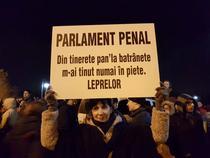 Protest ad-hoc in fata Parlamentului