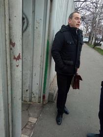 Vlad Alexandrescu in fata Centrului de plasament Ciresarii