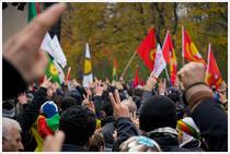 Kurzi si steaguri PKK