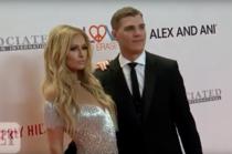 Paris Hilton si Chris Zylka