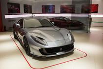 In showroom-ul Ferrari Forza Rossa din Otopeni