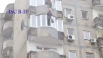 Interventie ISU la o femeie ce ameninta ca se arunca de la balcon