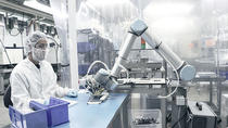 Collaborative-and-safe-cobot-from-Universal-Robots---at-Dynamic-group