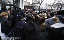Partile civile din Dosarul Mineriadei, nevoite sa stea in frig