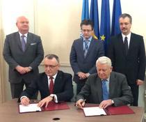 Sorin Cimpeanu si Teodor Melescanu, la semnarea acordului
