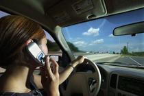 Folosirea telefonului la volan
