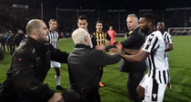 Incidente la finalul meciului PAOK - AEK