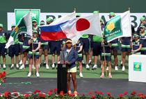 Naomi Osaka, impreuna cu trofeul de la Indian Wells