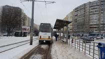 Refugiu de tramvai necuratat de zapada