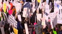 Americanii au manifestat pentru restrictionarea armelor de foc