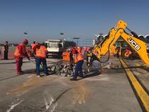 Lucrar la calea de rulare de la Aeroportul Otopeni