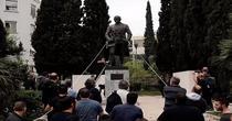 Manifestanti antiamericani vor sa dea jos statuia lui Truman