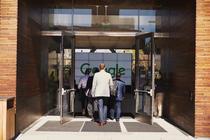 Intrare in campusul Google