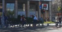 Iohannis pe bicicleta in centrul Bucurestiului