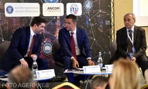 Sorin Grindeanu, presedintele ANCOM, si Petru Cojocaru, Ministrul Comunicatiilor