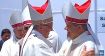 Papa Francisc cu episcopul chilian Juan Barros