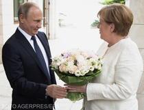 Vladimir Putin o primeste pe Angela Merkel la Soci