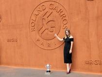 Simona Halep si trofeul de la Roland Garros (6)