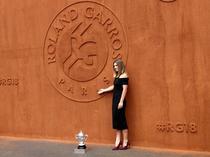 Simona Halep si trofeul de la Roland Garros (8)