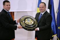 Juri Ratas si Alexandru Bobe, la inaugurarea consulatului