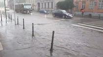 Strazi inundate in Brasov