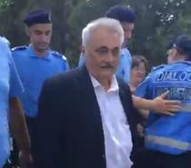 Nicolae Bacalbasa, escortat de jandarmi