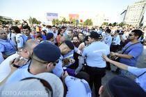 Ciocniri cu jandarmii la protestul anti PSD din Piata Victoriei (20 iunie 2018)