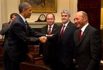 Poza publicata de Oprea in care da mana cu Obama