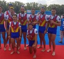 Echipajul masculin de 8+1 al Romaniei, medaliat cu bronz la Belgrad