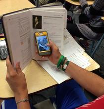 Cu telefonul mobil la scoala