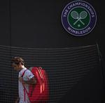Roger Federer, parasind terenul 1 de la Wimbledon