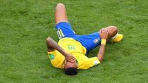 Neymar, cazut pe gazon