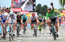 Peter Sagan (in verde), castigatorul etapei a 13-a din Turul Frantei