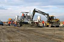 Lucrari de constructie la pista aeroportului Ghimbav, in 2013