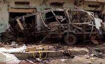 Autobuz distrus de o bomba in Yemen