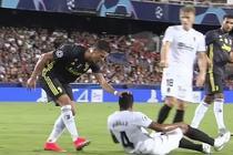 Momentul in care Ronaldo il trage de par pe Murillo