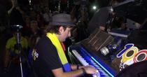 Davide Martello, recital la pian in mijlocul protestatarilor
