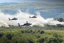 Elicoptere de atac resping atacul unui inamic in poligonul de la Cincu